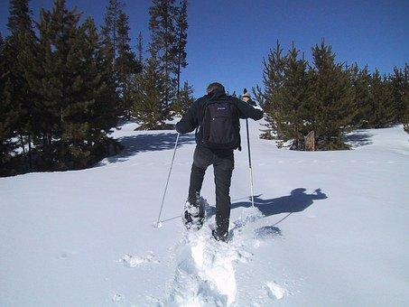 Randonnée en raquette à la montagne