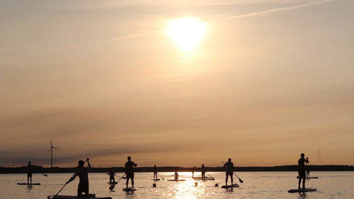 Comment choisir les bons accessoires de stand up paddle?
