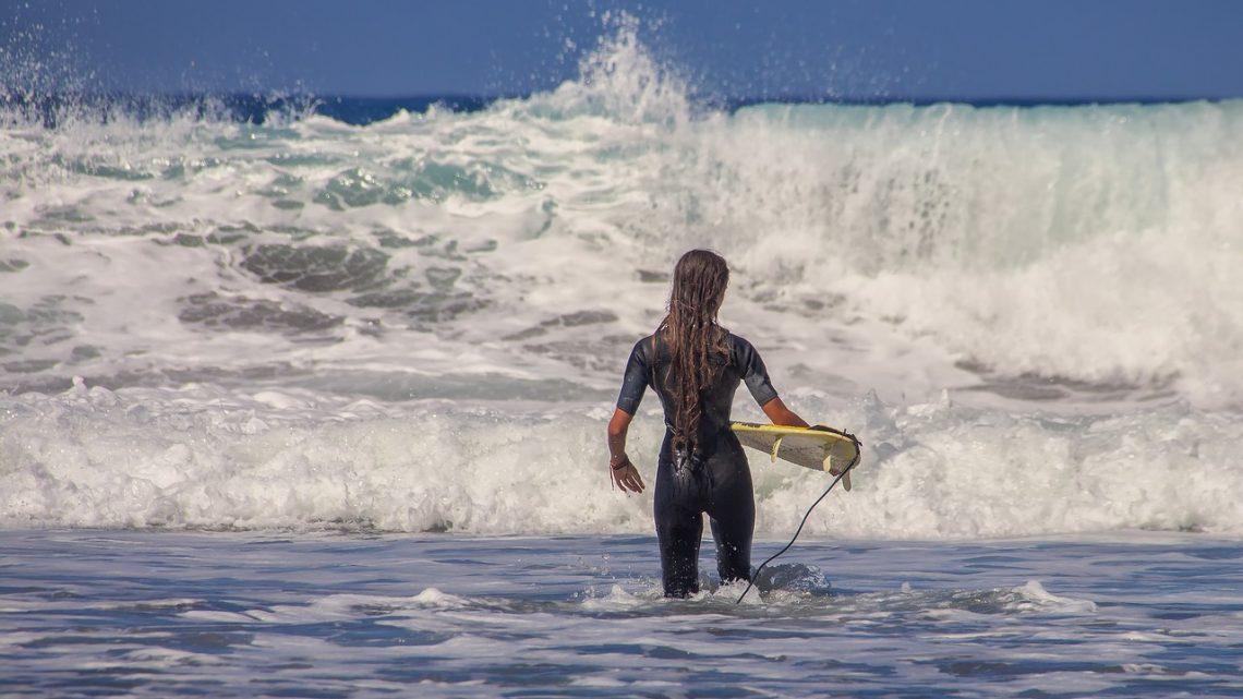 Quels critères considérer pour choisir sa combinaison de surf ?